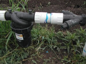 Filter and pressure regulator for the temporary main field irrigation